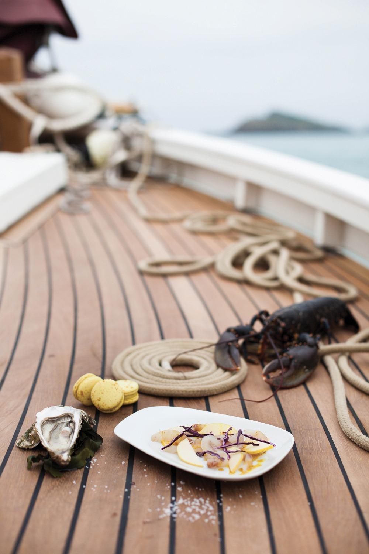 Un diner sur un bateau cuisine corsaire